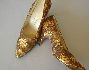 Vintage 60s High Heels Gold Metallic Brocade by Lily - retro Golden Dragon Lady Classics US size 8