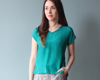 silk t shirt | green silk tee | 80s box top | xs - small