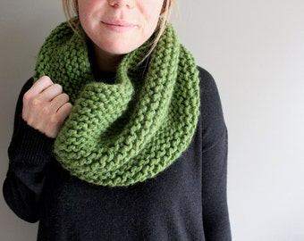 knit cowl - MARIPOSA - wool scarf - GREEN - neck warmer - ADULT