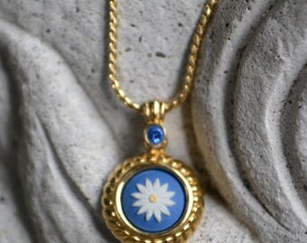 Vintage Wedgwood Daisy Pendant on Chain