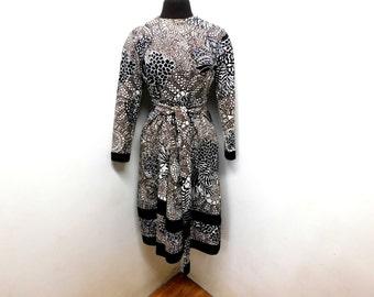 Vintage 60s Knit Shift Dress Mod Sash White Brown Black Line Art Doodles Paisley Geometric Stylized Long Sleeve Winter M Medium L Large