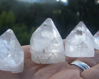 ONE Apophyllite pyramid large - clear zeolite mineral crystal point - geometric shape triangle gemmy mineral specimen wire wrap terrarium