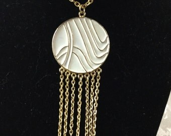 Modernist Enamel Disk and Simple Curb Chain Pendant Necklace Unsigned Goldtone and Ivory Wavy Lines