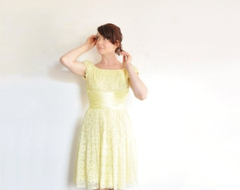 yellow lace 1950 prom dress . satin waist . cap sleeves .extra small.xs .sale