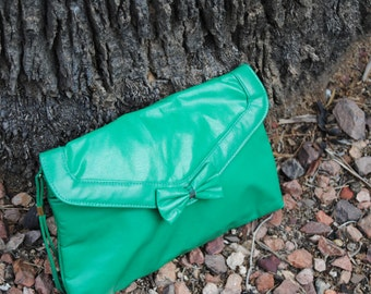 Vintage 1980's Kelly Green Purse with Bow