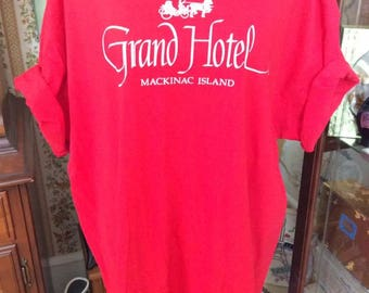 Vintage 1990s Tee Shirt Top Grand Hotel Mackinac Island Michigan True Red Color Vacation Souvenir Shirt