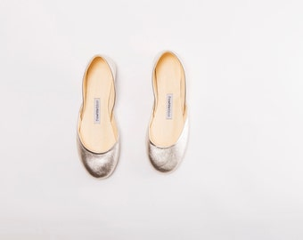 The Metallic Ballet Flats in Gold | Women's Flat Shoes | Evening Shoes in Dusty Gold