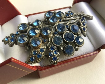 Vintage blue rhinestone floral brooch.  VJSE