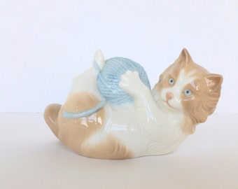 NAO by Lladro Cat Kitten with Ball of Yarn Porcelain Figurine