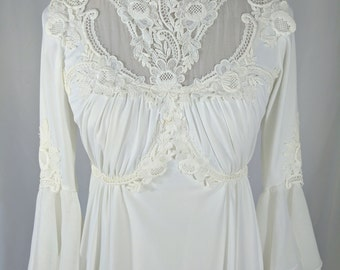 Vintage 1970s 3/4 Sleeve Lace Wedding Dress/Boho/ 1970s Wedding Gown with Flutter Sleeves
