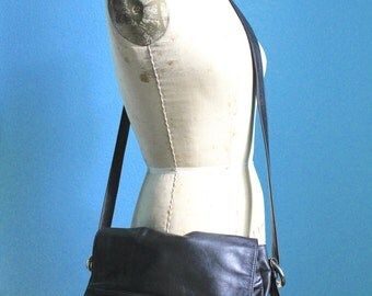vintage 80s black leather crossbody purse / flap style