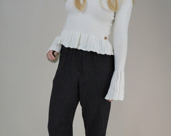 90s White Stretchy Knit Bell Cuff Turtleneck Cropped Sweater XS / S