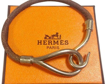 Vintage Hermes Jumbo leather and silver bracelet. Classic and casual jewelry from Hermes. Best jewelry for daily and unisex use.