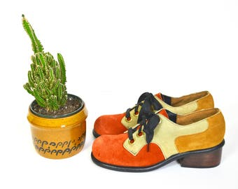 1960s suede oxford platform shoes // burnt orange mustard yellow leather lace up shoes // womens retro Moxees by Belgrade
