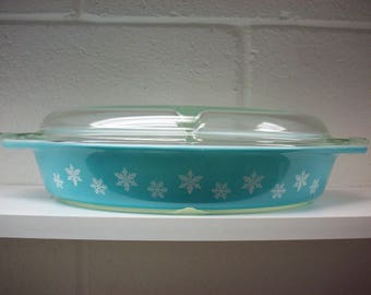 TURQUOISE SNOWFLAKE PYREX Oval Divided Dish w/ Lid Ovenware Casserole Baking Serving