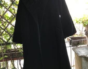 Vintage 1940's black long elegant evening velvet coat