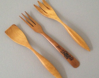 vintage wooden forks and spatula