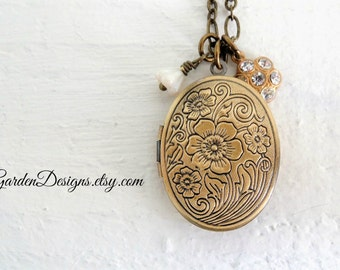 Oval Floral Locket Necklace Antique Style Keepsake Flowers Locket Long Boho Necklace Romantic Gift For Her Shabby Cottage Style Accessory
