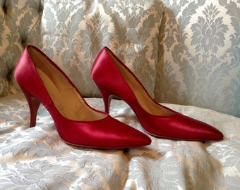 1960s Vintage Red Satin Shoes Stiletto Heels Windsor Fashions Sz 8