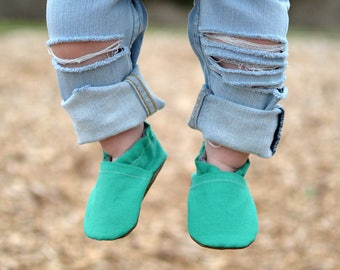 Emerald Baby Shoes // Green Aqua Turquoise, Baby Booties, Baby Moccasin, Crib Shoe, Baby Girl Shoe, Newborn Shoes, Soft Sole Shoes, Toddler