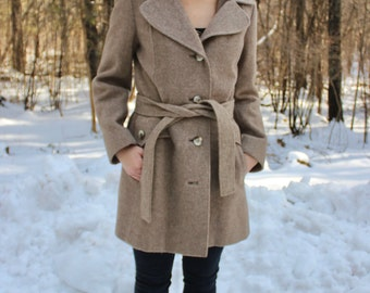 Vintage Mid Length Wool Peacoat. 1970s Tan Coat. Fitted Light Colored Jacket.