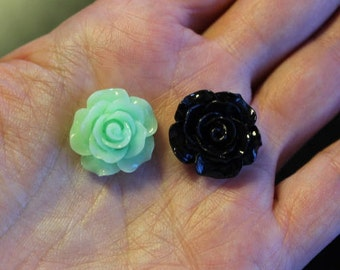 8 resin cabochons roses, 18-20 mm x 9 mm, 1 pair light green and 3 pairs black roses, flat back