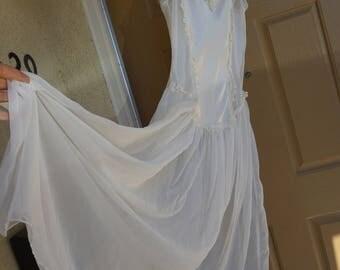 Vintage white maxi nightgown Dentelle large romantic sheer