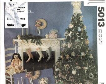 Victorian Shoe Christmas Stocking Pattern - Christmas Craft Sewing Pattern - Fabric Christmas Ornaments Pattern -  McCall's 5013