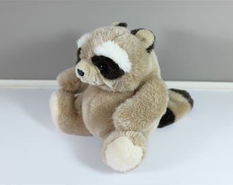 Vintage Gund raccoon - Adorable vintage raccoon - Vintage plush - Vintage Gund - Retro plush - Retro collectible Gund 1985
