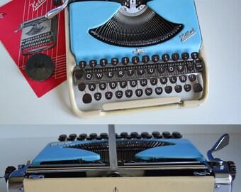 Small Typewriter Groma Kolibri, Vintage Portable Typewriter, Vintage Office Decor, Typewriter English Keyboard Industrial Decor Vintage Gift