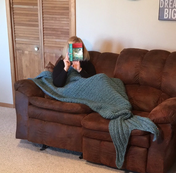 Mermaid Blanket -- a loom knit pattern