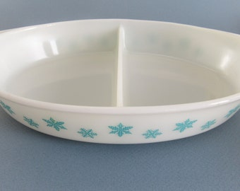 Pyrex Snowflake Pattern Turquoise on White Pyrex Divided Dish Casserole Dish Made in USA 1.5 Quart Holiday Baking Vintage Christmas
