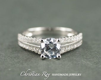 Round Cut Diamond Simulant Engagement Ring - Sterling Silver (#CRRWR206SS)