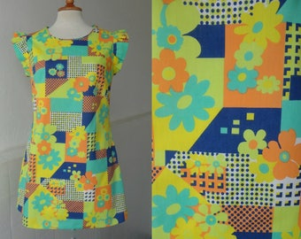 Cute 70s Vtg Super Mini Dress // Yellow With Patch Work Print And Flowers