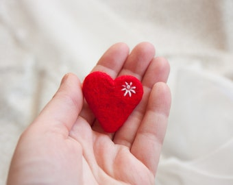 Red heart brooch Needle felt heart Felted Valentine pin Heart miniature Gift for her Valentines day gift Gift for mom