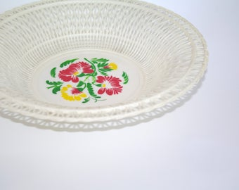 Vintage plastic white wire basket Plastic fruit basket Made in USSR Soviet era Wire Round Basket Russian Plastic Bowl Flowers Bread Basket