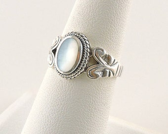 Size 7 Sterling Silver And Mother Of Pearl Ring