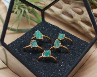 Emerald Ring // May Birthstone // Raw Stone Gold Ring // Gold Ring // Stacking Ring // Raw Gemstone Ring // Raw Crystal