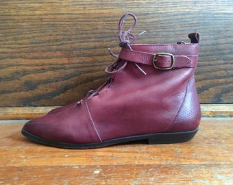 Vtg 1980s Womens FANFARES Maroon Leather Stacked Heel Ankle BOOTS Size 7.5 Granny Hipster Roper Pixies Flats