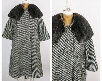 SALE Lilli Ann Vintage 60s Coat / 1960s Black and White Wool Swing Coat with Fur Collar/ Medium