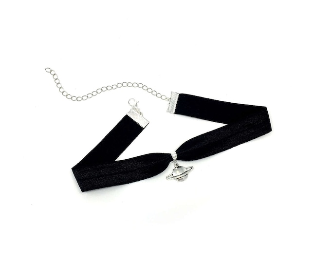 SATURN: black elastic planet choker