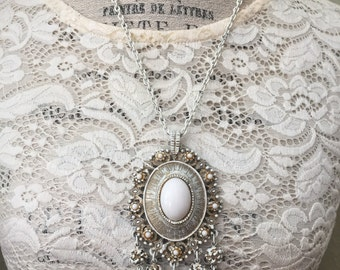 Vintage Mid Century White Enamel Pendant Necklace, 1960s Retro Jewelry, Estate Jewelry