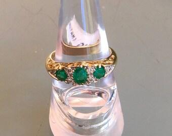 9ct Emerald and Diamond Ring 6 x Diamonds
