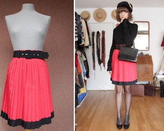 1980's Red pleated Skirt - Size S