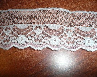 "1 Yard 17"" White With Mauve Accent Flat 1 1/2"" Flat Lace"