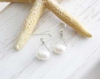 Pearl Earrings / Natural Pearl dangle earrings / Dangle pearl earrings / bridesmaid jewelry / bridal jewelry / White mother of pearl jewelry