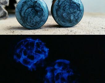 Glow in the dark over metallic  ear gauge sets 00 7/16 9/16 1/2, 9/16, 5/8, 3/4, 7/8, 1+ 5/8 inch used as example also reversible