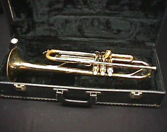 Yamaha Model YTR 2320 Bb Trumpet in a Hard Shell Case & Ready to Play as-is