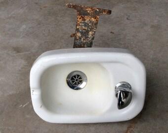 Vintage white porcelain wall mounted bubbler water fountain School House Water drinking fountain bubbler cast iron mount Kohler