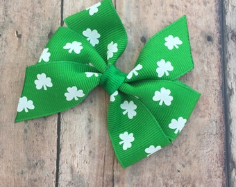 St Patricks Day Bow - Shamrock Bow - green and White bow - Girls hair bow - Small Pinwheel Bow - Small st patricks Day Bow - Basic Hair Bow